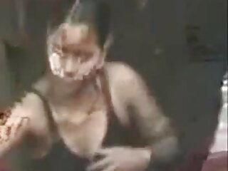 टैटू सेक्सी बीएफ फिल्म फुल एचडी में ब्यूटी ने उसकी गुलाबी चूत को रगड़ दिया