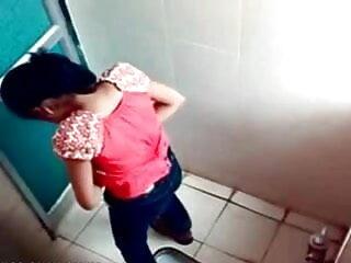 खूबसूरत वेब कैमरा किशोर उसके प्रीफेक्ट शरीर को दिखा रहा है फुल सेक्सी हिंदी में सेक्सी