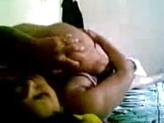 ताश का खेल हारने वाले Worships GF के बदबूदार पैर हिंदी में सेक्सी फुल वीडियो