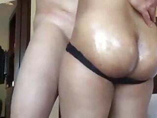 एक गर्म त्रिगुट हिंदी में सेक्सी वीडियो फुल मूवी के दौरान काठिया के लिए क्रीमपाइ