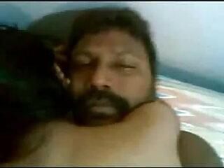 बमुश्किल कानूनी और कैम पर खुद को फुल सेक्सी मूवी हिंदी में दिखा रहा है