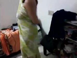 परिपक्व माँ ने उसके बड़े स्तन और चूत को हिंदी में सेक्सी फुल वीडियो चाटा