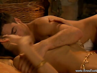 साटन ब्लाउज इंग्लिश में फुल सेक्सी फिल्म त्रिगुट
